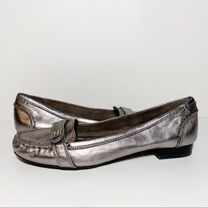 Naturalizer Metallic Silver Leather Narrow Loafers